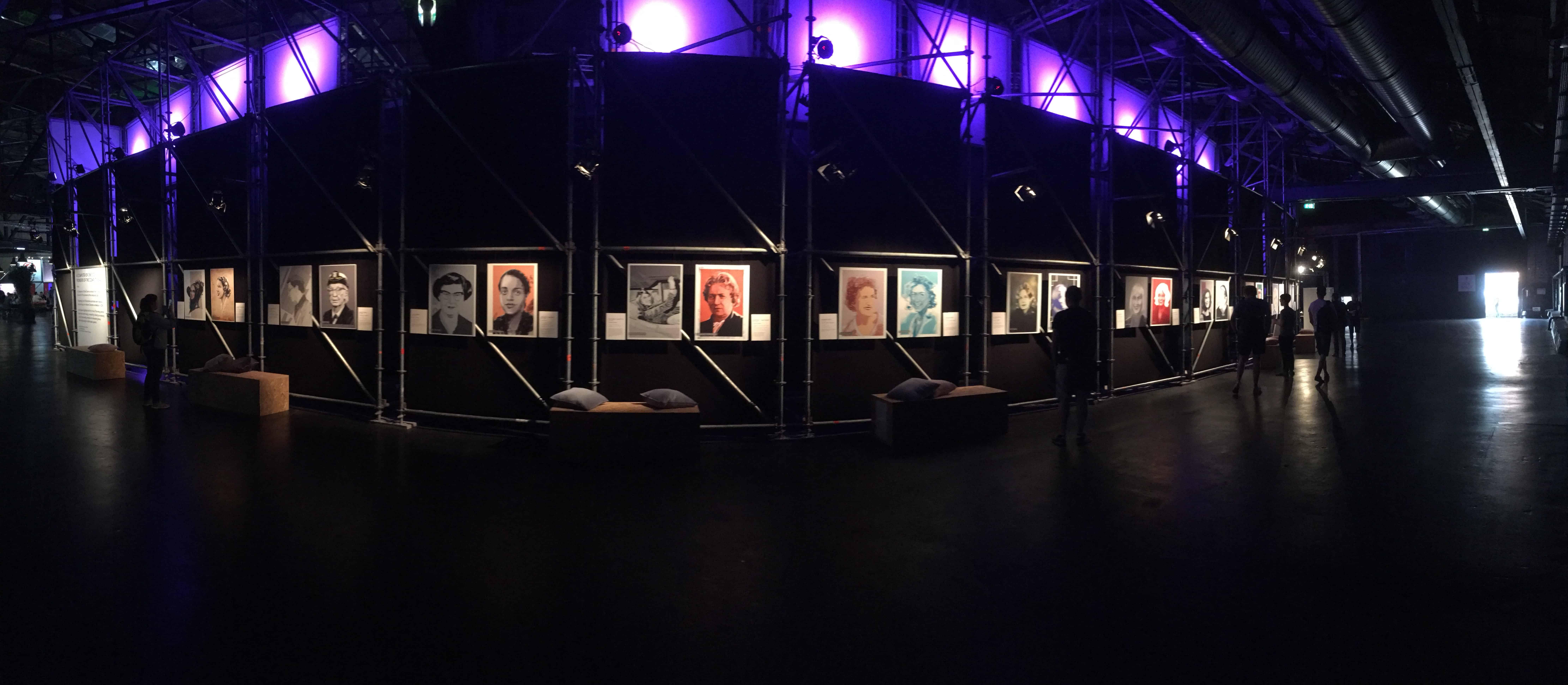 Kunstausstellung der weiblichen Pioniere der Computerbranche